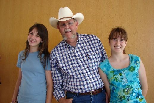 Emma Jane and Jim Garling at the 2006 Oklahoma International Bluegrass Festival. (c) The Pendleton Family Fiddlers